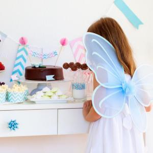 Anniversaire de fée : pour vous aider à organiser un anniversaire de fée, Tête à modeler vous propose une sélection d'idées, de déguisement, de cartes d'invitation, de