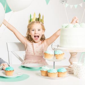 Anniversaire de princesse : pour vous aider à organiser un anniversaire de princesse, Tête à modeler vous propose une sélection d'idées, de déguisement, de cartes d'invitation, de g&acir