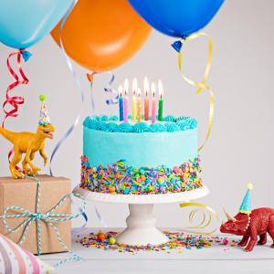 Anniversaire dinosaure : pour vous aider à organiser un anniversaire sur le thème des dinosaures, Tête à modeler vous propose une sélection d'idées, de déguisement, de cartes d'invitation et des conseils pour l'animation