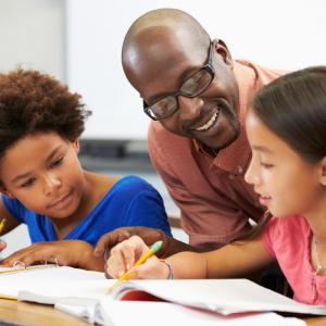 L'éducation c'est bien plus que d'apprendre de nouvelles connaissances, elle est fondamental pour permettre aux futurs adultes de vivre mieux. L'éducation permet d'accéder à de meilleures conditions de vies.