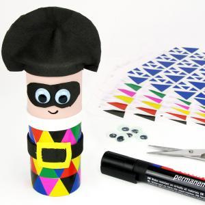 Grâce à un rouleau en carton, du caoutchouc mousse et des gommettes les enfants pourront s'amuser à fabriquer un Arlequin trop rigolo pour fêter le carnaval.    Une activité manuelle facile qui mêle collage, découpage et peinture !