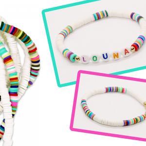 Les perles Heishi seront les stars de l'été 2019 !  Grâce à ces petites perles rondes en pâte polymère les enfants pourront créer de splendides bracelets.    Associez ces perles avec des perles alphabet et / ou des petites perles dorées et vous