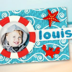 Voilà un cadre mignon sur le thème de la mer que les enfants pourront fabriquer afin d'offrir un joli cadeau pour la fête des mères ou la fête des pères.    Une activité créative facile et amusante !