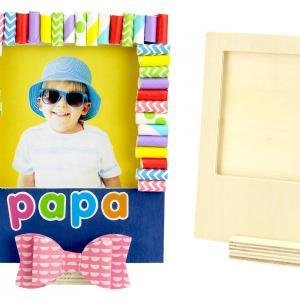 Voilà un joli cadre en bois que les enfants s'amuseront à décorer avec des pailles en carton et des gommettes afin d'offrir un joli cadeau pour la fête des pères.    Au programme de cette activité créative facile et amusante : peinture, décou