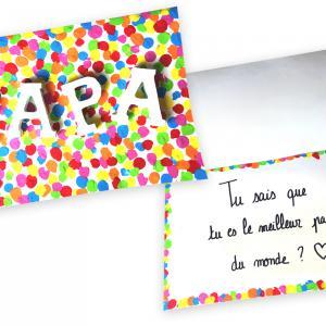 Fabriquez une superbe carte confettis qui renferme un message trop mignon pour la fête des pères ! Une idée de cadeau que les enfants vont adorer fabriquer puisqu'ils vont pouvoir peindre avec leurs doigts.    Un bricolage à la portée de tous !