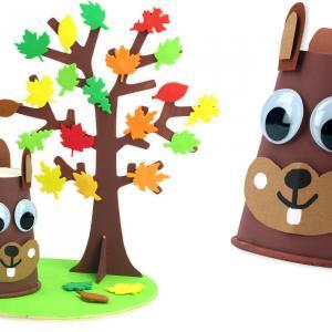 Découvrez une activité manuellefacile pour les enfants qui leur permettra de fabriquer une magnifique scène avec un écureuil et un arbre aux couleurs de l'automne !   Un bricolage idéal pour l'automne, à réaliser à l'école ou à