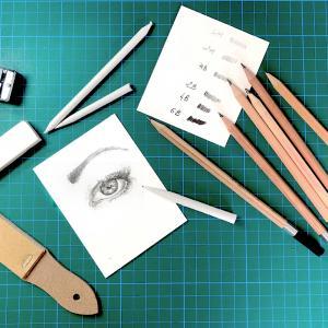 """Voici un petit pas à pas pour découvrir comment utiliser les crayons gris dit """"gras"""" et les estompes pour donner à vos dessin du contraste et de la profondeur.   Exemple ici sur le dessin d'un oeil et qui peut s'appliquer pour tous vos dessins !"""