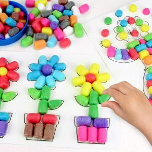 Découvrez une activité simple et amusante à faire avec les enfants dès l'âge de 3 ans !    Grâce à des cartes assorties marquées de zones à décorer les enfants vont pouvoir créer de sublimes dessins plein de couleurs et en 3D grâce a
