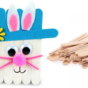 Dans cette activité de Pâques facile les enfants pourront fabriquer des jolis lapins grâce à des bâtonnets en bois, un peu de peinture et quelques accessoires colorés !    Un bricolage créatif mignon accessible dès l'âge de 4 ans.