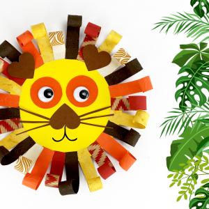 Voilà une activité qui va faire rugir de plaisir les enfants !  Avec un support en bois rond et des jolies feuilles de papier indien, les enfants s'amuseront à fabriquer des lions trop mignons qu'ils pourront accrocher dans leurs chambres.
