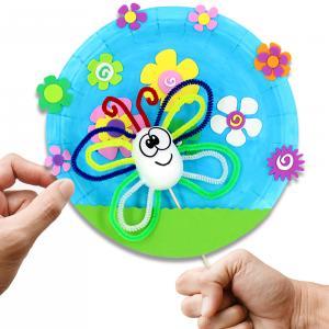 Avec ce bricolage facile et rapide, les enfants s'amuseront à fabriquer une marionnette papillon et un joli décor fleuri ! Idéal pour organiser un atelier créatif sur le thème du printemps.    Une activité qui n'utilise que du matériel simple