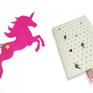 Réalisez un marque page Licorne avec du papier mousse et des fils colorés ! Super facile, téléchargez le patron dans la Fiche technique !