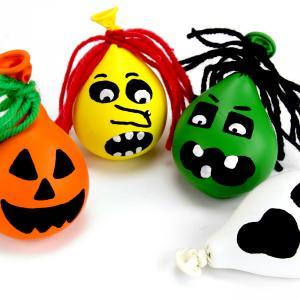 Dans ce tutoriel d'Halloween nous allons fabriquer des petits monstres d'Halloween malléables, version balles anti-stress.    Au lieu de la traditionnelle farine placée dans les balles anti-stress, nous allons ici utiliser du sable à mode