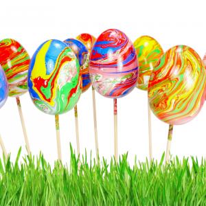 Découvrez une nouvelle astuce pour décorer vos oeufs de Pâques en obtenant de sublimes effets marbrés !    Cette technique facile nécessite peu de matériel mais donne de supers résultats ! Vous pourrez ensuite utiliser les oeufs pour décorer une tabl