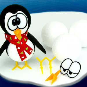 Aujourd'hui, nous vous présentons une activité manuelle sur le thème de l'hiver qui va amuser les enfants !  En ajoutant quelques petits accessoires, nous allons transformer deux petites boules en polystyrène en pingouin trop rigolo.