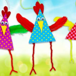 Découvrez notre nouvelle activité sur le thème de Pâques qui permettra aux enfants de fabriquer des petites poules rigolotes aux grandes pattes. Une activité facile et économique qui ne nécessitera que quelques feuilles de papier, des plumes, des chenille