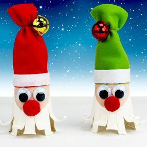 Grâce à un gobelet en carton et de la feutrine les enfants pourront s'amuser à fabriquer des jolis Père Noël pour décorer la maison pour les fêtes de fin d'année.    Une activité facile qui permettra aux enfants de faire leurs premi