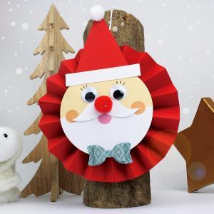 Cette activité de Noël permettra aux enfants de fabriquer un joli Père Noël en papier, tout rond et tout mignon.    Un bricolage facile qui permettra aux enfants d'allier découpage, pliage et collage !