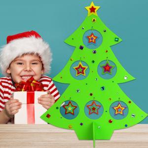 Dans cette activité manuelle sur le thème de Noël, découvrez comment les enfants vont pouvoir décorer leur propre sapin en papier mâché en attendant l'arrivée du père Noël !    Une activité créative complète mélangeant peinture, co