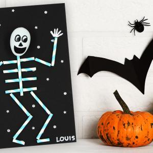 Découvrez une activité d'Halloween facile qui permettra aux enfants de fabriquer un petit squeletterigolo à accrocher au mur !  Et tout cela en utilisant simplement une feuille de papier noir, des pailles en carton, un oeuf en plastique et des marqueur