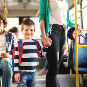 Autobus : Mot du glossaire Tête à modeler. Autobus définition et activités associées