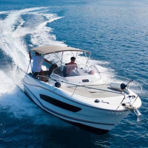 Bateau - mot du glossaire Tête à modeler. Un bateau est un véhicule servant à se déplacer sur l'eau. Définition et activités associées au mot bateau.