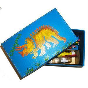 Fabriquer une boîte à crayon décorée avec des pochoirs