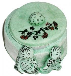 Fiche expliquée pour réaliser une boite décorée. Une idée de modelage en pâte à sel pour fabriquer une boite décorée de motifs fleurs ou de mini statuettes c