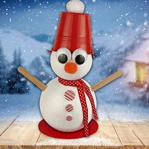 Un tuto pour apprendre à fabriquer un bonhomme de neige avec seau sur la tête