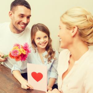 Trouvez une jolie citation maman à inscrire sur votre carte de fête des mères ou à réciter à son anniversaire. Une bonne idée pour souhaiter une bonne fête maman ou un bon anniversaire.  Ces citations sont gratuites et peuvent être recopiées sur une carte