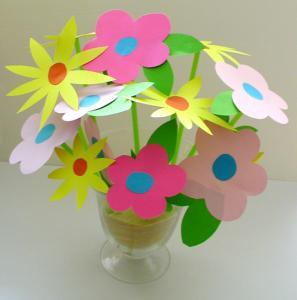 Bouquet de fleurs en papier pour un bouquet minute à réaliser et offrir à la fête des mères.