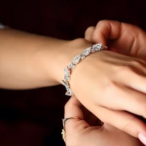 bracelet - mot du glossaire Tête à modeler. Le bracelet est un bijou. Définition et activités associées au mot bracelet.