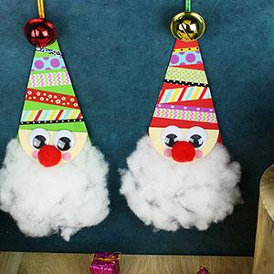 Découvrez notre père Noël en papier à suspendre ! Une activité ludique qui ne nécessite que du découpage et du collage et qui en fait une très bonne idée de bricolage pour les maternelles.