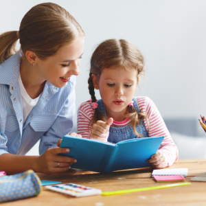 Le Bureau Montessori n'est autre qu'un coin épuré, rangé qui favorise le calme et la concentration. Retrouvez nos conseils d'aménagement et nos astuces