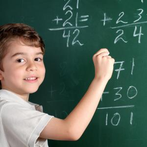 calcul - mot du glossaire Tête à modeler. Le calcul est la mise en ouvre de règles élémentaires d'opération sur les nombres. Définition et activités associée