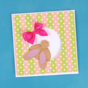 Voici le tuto de notre jolie carte de Pâques avec un mignon petit lapin qui semble sauter pour se cacher dans un Oeuf.