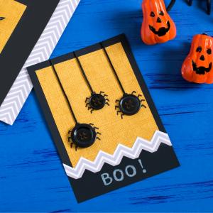 Voici une carte d' Halloween à fabriquer facilement pour inviter les copains à une fête d' Halloween ou souhaiter un Joyeux Halloween à vos proches.