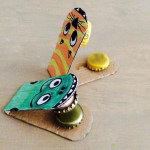 tuto pour de bricolage enfants pour réaliser des castagnettes maison avec des objets de récupération