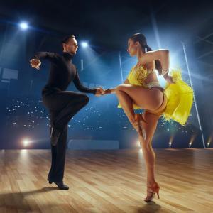 Définition du mot chacha cha qui est une danse. Explication du genre musical qui est aussi une danse