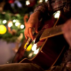 Choisissez une chanson de Noël ou un chant de Noël parmi nos chansons de noel classiques comme « Petit papa noel », « Vive le vent »,  « Mon beau sapin » ou encore « Jingle Bells » et d'autres plus originales. Quelle chanson de noël aura votre préférence