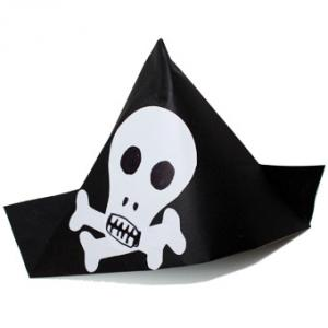 La chapeau pirate est l'accessoire indispensable pour compléter un parfait déguisement pirate pour vos moussaillons. Retrouvez une activité très simple et très rapide pour fabriquer le vôtre en un clin d'œil et transformer votre enfant en un formidable pe