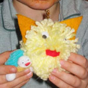 Fabriquer un chat avec un pompon et de la feutrine, pour fabriquer un jouet maison et s'amuser