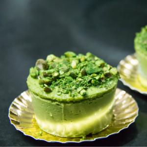 Voici le Cheesecake à la pistache. Une recette que les enfants vont adorer. C'est une recette parfaite pour le dessert, le goûter ou même pour la Saint PAtrick puisque ce cheesecake est vert !
