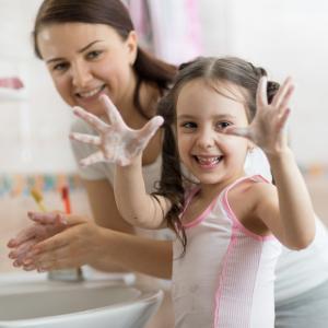 Tous les savons ne se valent pas pour se laver les mains, alors quel savon choisir ? Contrairement à l'idée reçue tous les savons ne se valent pas ! En matière d'hygiène et en cas