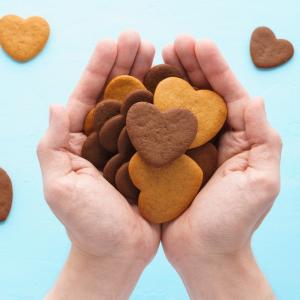 Les coeurs sablés sont des petits biscuits sablés que les enfants adorent ! Une bonne idée de recette