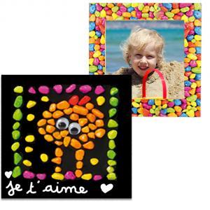 Collage d'un tableau mosaïque avec des cailloux bonbons
