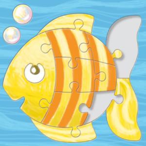 Un puzzle en carton blanc sur lequel un gros poisson est dessiné pour être colorié avec des feutres ou des crayons de couleurs. Ce puzzle est découpé en 14 pièces posées sur un fond rigide plus facile à manipuler et à utiliser.