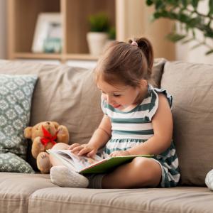 Vous vous demandez comment donner le goût de la lecture aux enfants ? Rémy Perla est notre invité pour aborder cette question au combien essentielle.