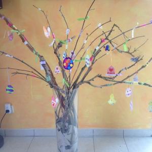 Un tuto pour faire un arbre de Pâques en famille