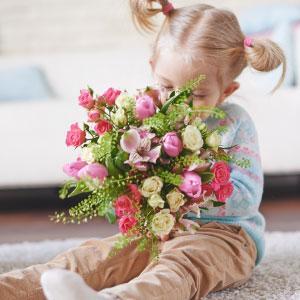 Les enfants aiment jouer avec leurs sens et notamment avec les couleurs ou les bonnes odeurs ! Retrouvez nos astuces toutes simples pour parfumer votre pâte à sel. Une bonne astuce pour offrir à vos proches des petits cadeaux en pâte à sel qui sentent en